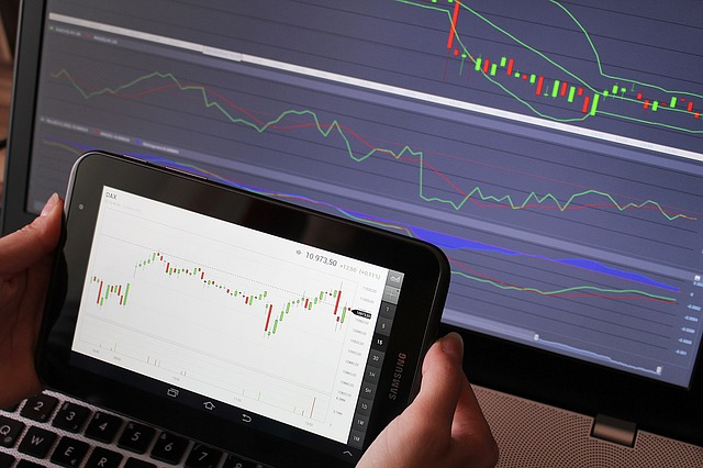 forex-trading-basics-two-screens